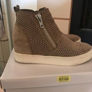 """""""Steve Madden"""" Taupe Suede Wedgie!"""